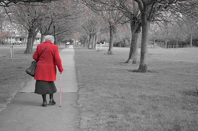 קשישה נפלה בגלל בור שהיה במעבר חציה