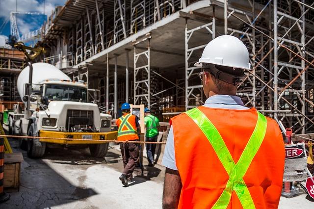 """פועל בניין שנמחץ בתאונה במהלך עבודות בנייה יפוצה בכ- 134,000 ש""""ח"""